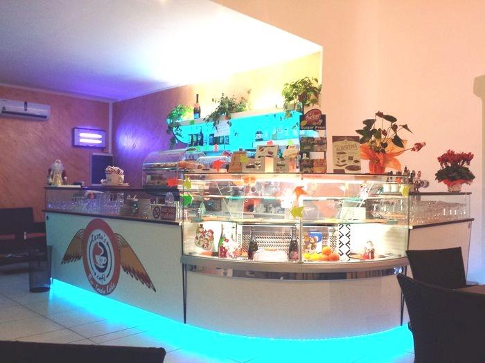 Grandi produttori di arredamenti per bar negozi for Arredi bar usati