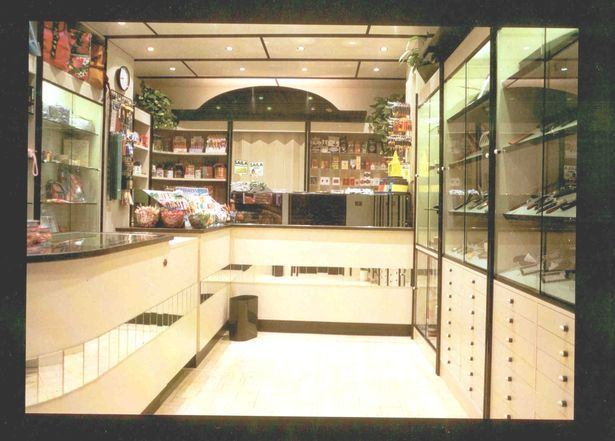 Produttori di arredamenti per bar negozi ristoranti for Simoni arredamenti
