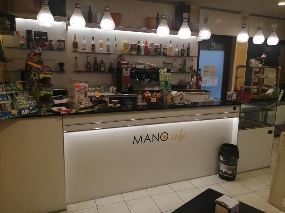 Mobili A Poco Prezzo Milano.Arredamenti Per Bar Vetrine Refrigerate Banchi Bar Da Rivestire