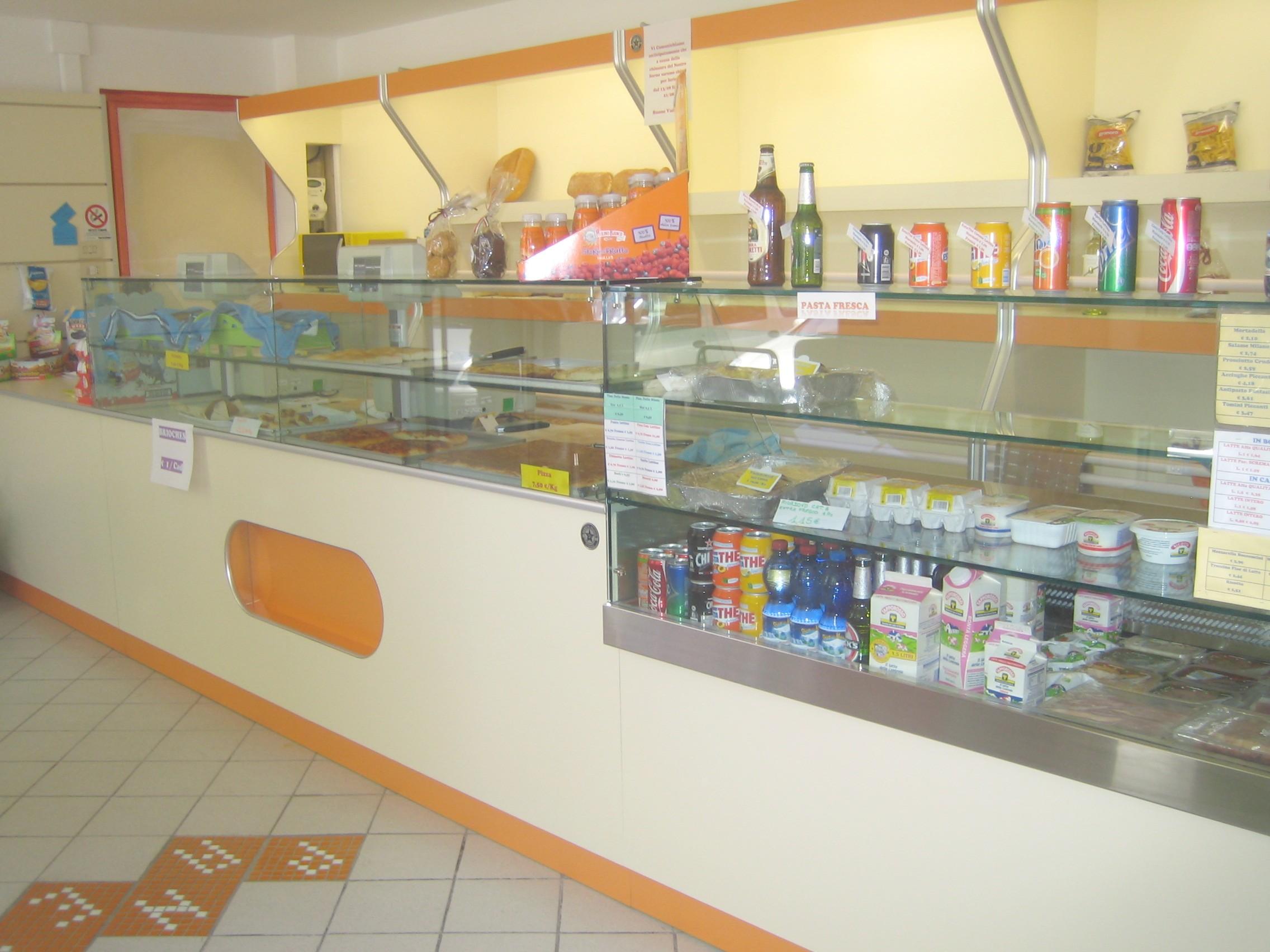 Produttori di arredamenti per bar negozi ristoranti for Negozi mobili perugia arredamento