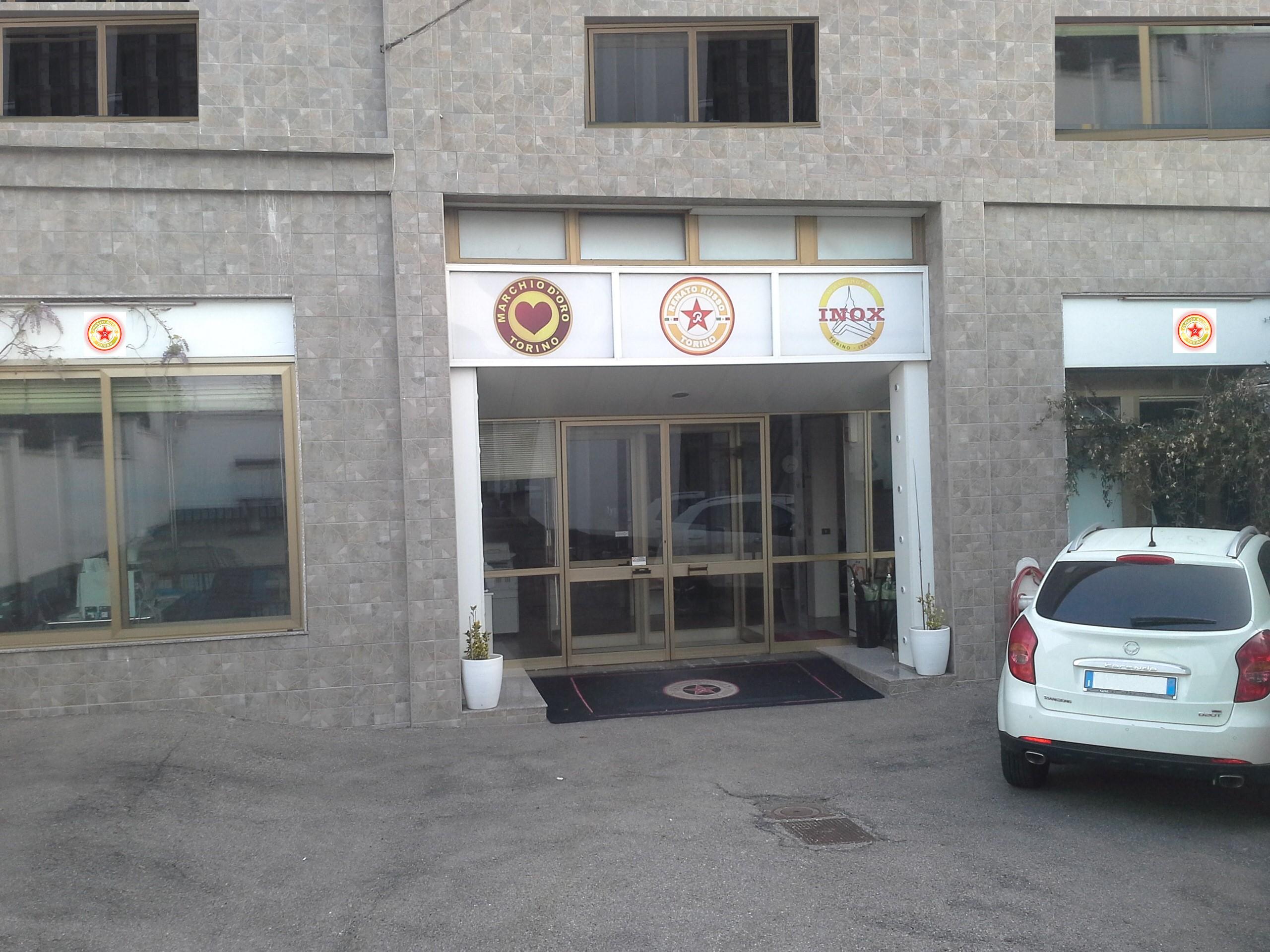 Puff contenitore capitonne prezzi bassi for Negozi arredamento torino e provincia
