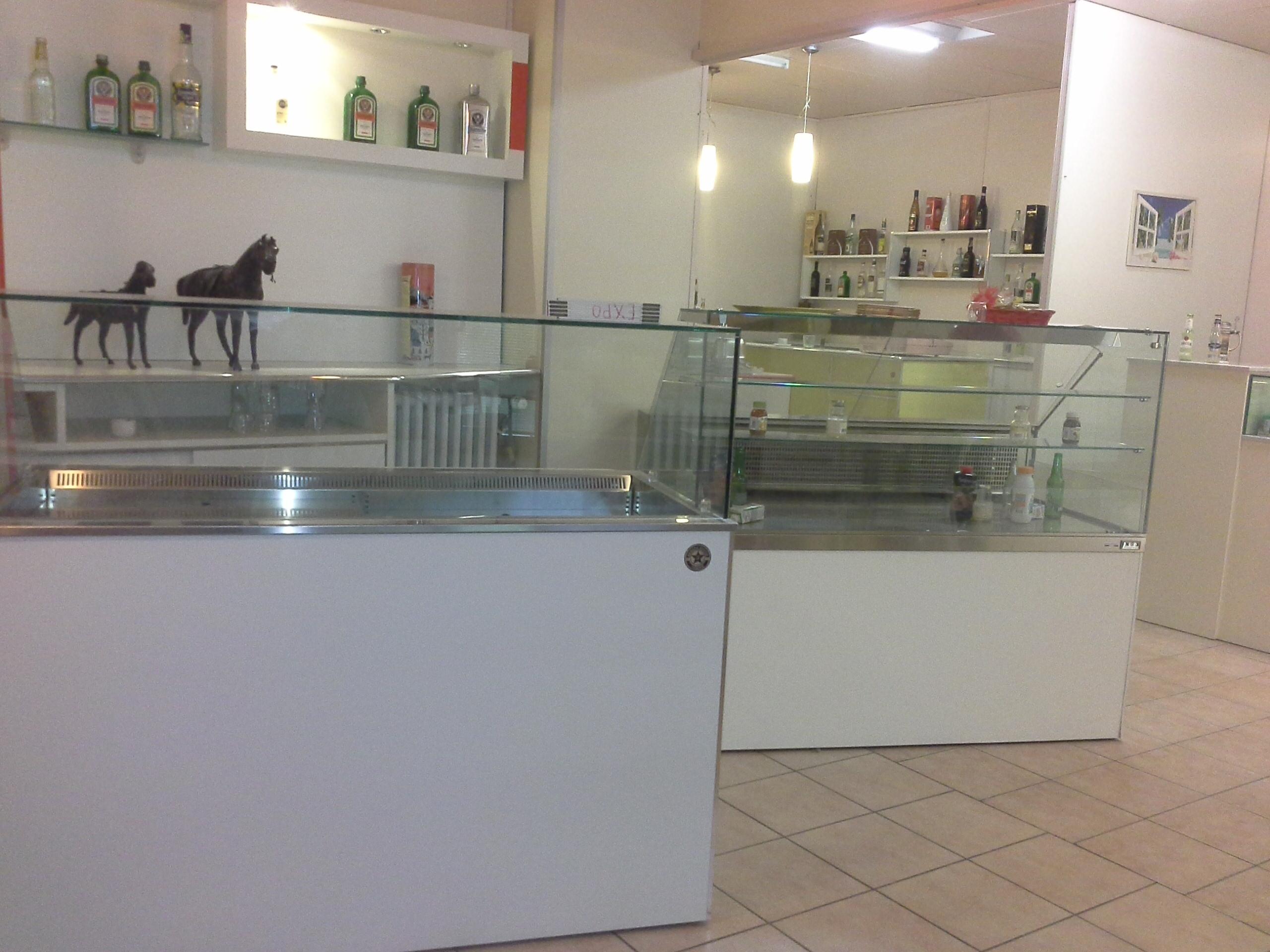 Produttori di arredamenti per bar negozi ristoranti for Renato russo arredamenti